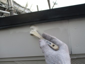 破風板のさび止めと塗装中です