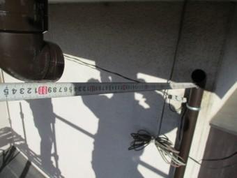 バカ棒を取り付け呼び樋の長さを測ります