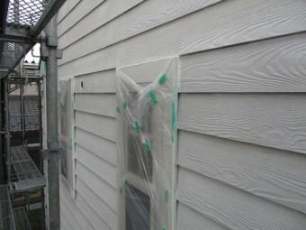 窓周りの下塗りが終了しました