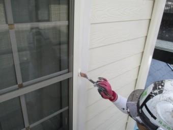 窓の化粧枠の中塗り中です