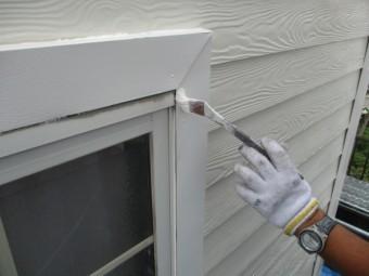 窓化粧枠の上塗り中です