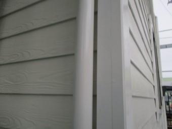 縦樋の上塗りが終了しました