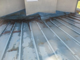施工前の瓦棒板金屋根の状態です