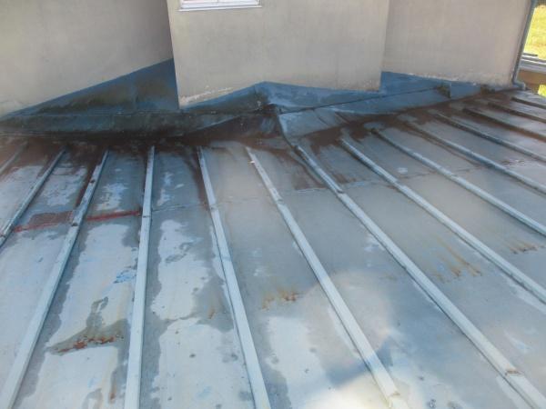 施工前の板金屋根の状態です