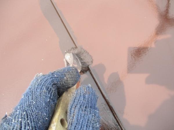 板金の繋ぎを上塗り刷毛塗装中です