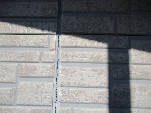 外壁目地の破損箇所です