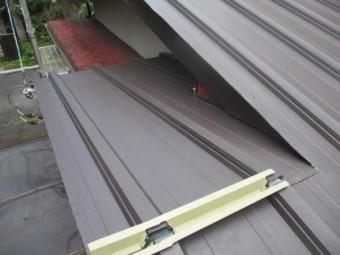 棟違い屋根が納まりました