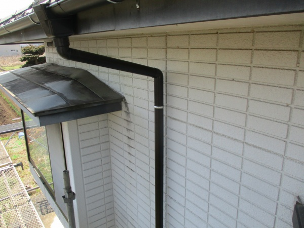 2階縦樋を取り付けました