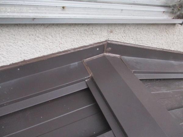 下屋根のシーリング処理が終了しました
