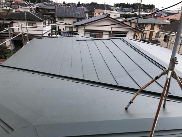 2階屋根のスレート屋根カバー工事が終了しました