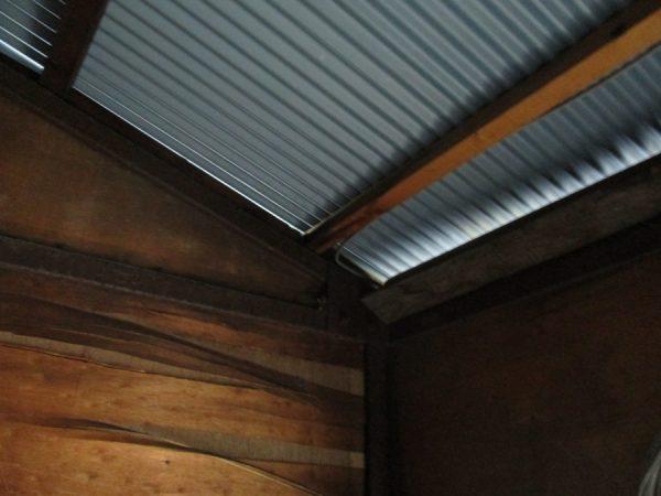 屋根の内側です