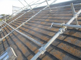 施工前のコロニアル屋根の状態です