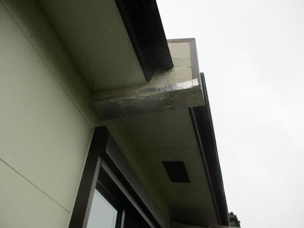 宇都宮市でモルタル製パラペット袖壁の補修工事が着工しました。