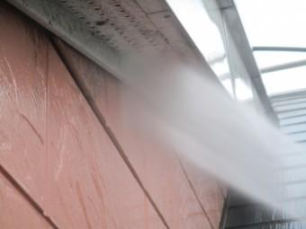 破風板と軒天の洗浄中です