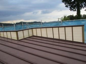 屋根のパラペットの内側です
