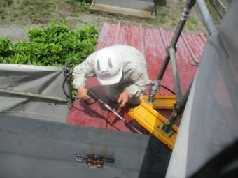 屋根軒先の洗浄中です
