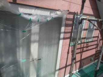 掃き出し窓を養生しました