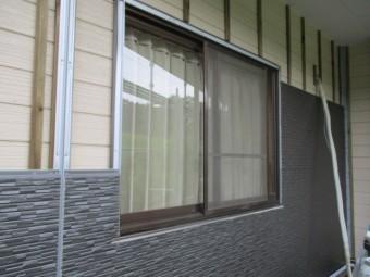 窓周りを貼りました