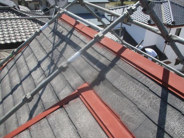 屋根の板金部分のさび止めが終了しました