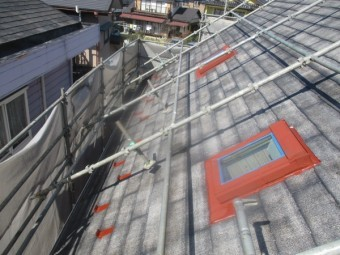 コロニアル屋根の下塗り終了です