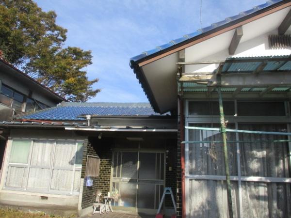 宇都宮市で瓦棒板金屋根のカバー工事が着工しました。