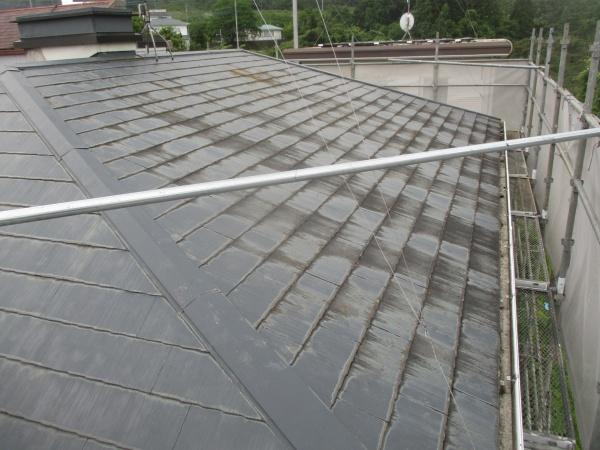 宇都宮市でコロニアル屋根塗装工事の高圧洗浄をしました。