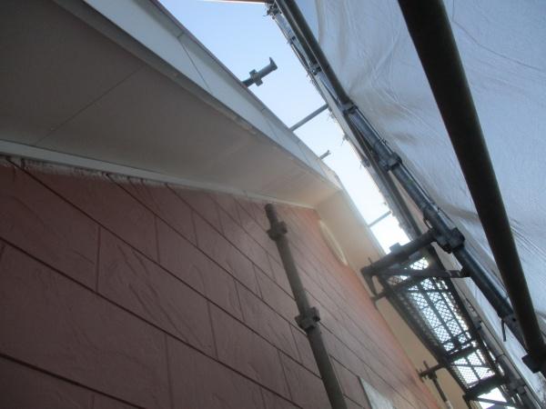 軒天の下塗りが終了しました