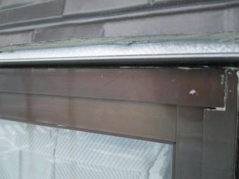 窓枠の見切り縁ベースを取り付けました