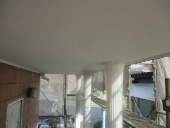 玄関軒天の中塗りが終了しました