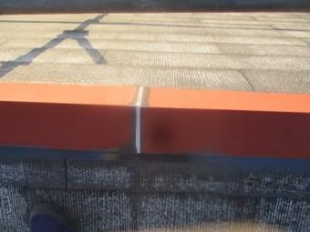 棟板金の繋ぎをシーリングしました