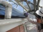 コロニアル屋根の中塗り刷毛塗装中です