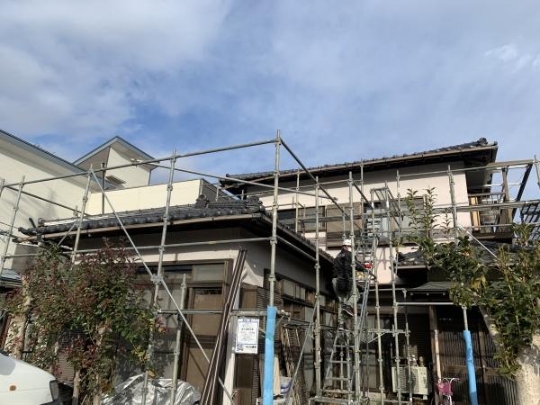宇都宮市で雨樋とテラス波板取り付け工事、瓦補修をしました。