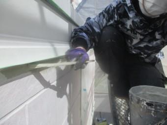 幕板下場中塗り刷毛塗装中です