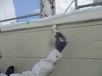 中塗りローラー塗装後の刷毛塗装中です