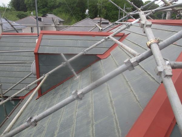 屋根の棟板金の錆止め塗装が終了しました