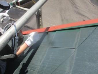 屋根塗装の中塗り中です