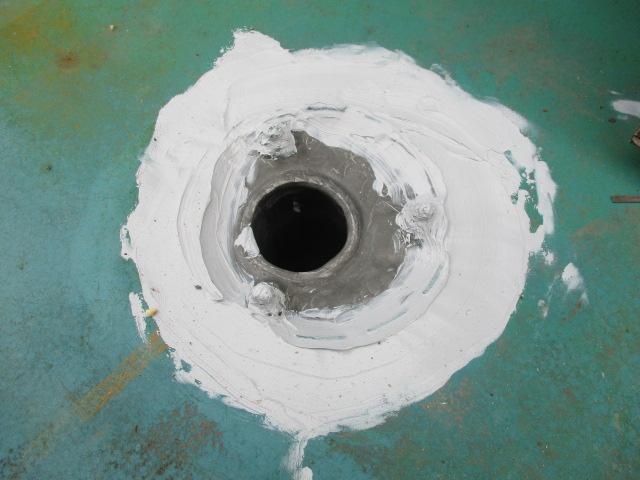 日光市のべランダ防水工事で排水溝の修理をしました。