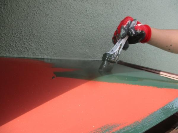 板金屋根の中塗り塗装中です