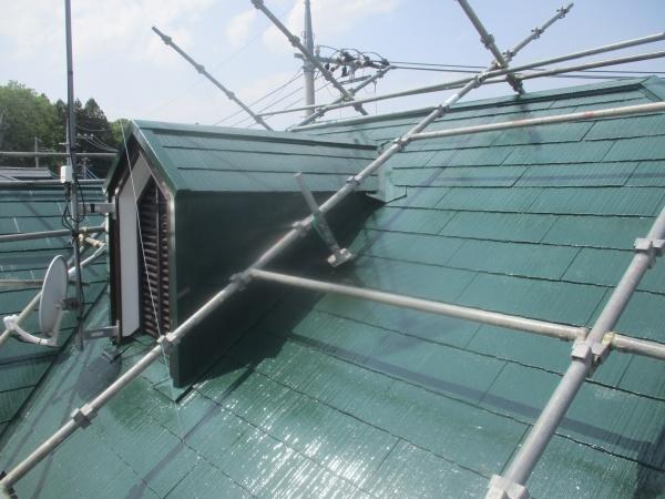 南面のコロニアル屋根の上塗りが終了しました