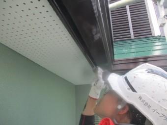 雨樋の上塗り塗装中です