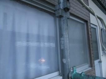 窓枠周りが収まりました