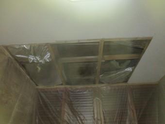天井を開けました