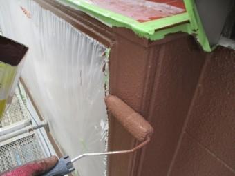 2階外壁の上塗り塗装中です