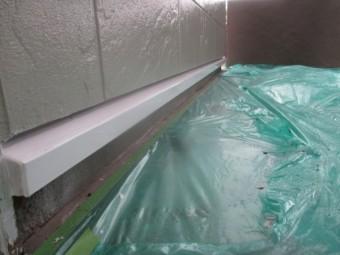 土台水切りの上塗りが終了しました