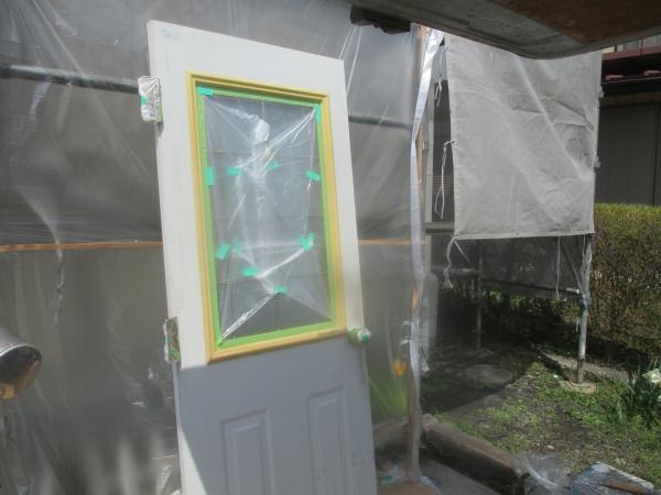宇都宮市で金属製玄関ドアの吹きつけ塗装をして完工です。