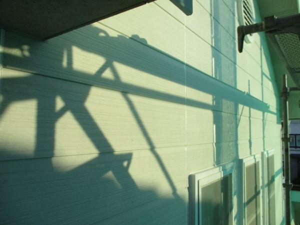 窓枠周りのシーリングが終了しました