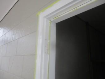 玄関ドア枠の上塗りが終了しました