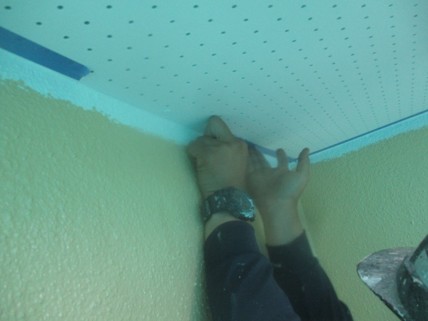 外壁塗装の養生中です