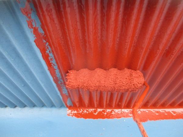 波板部分のさび止め塗装中です