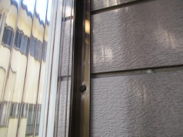側板を外壁に取り付けました